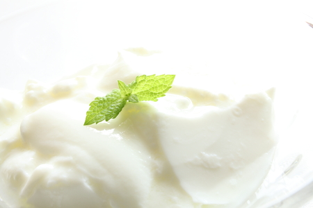 yogurt plain: yogurt alla menta Archivio Fotografico