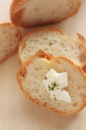french bread: pan franc�s y queso crema