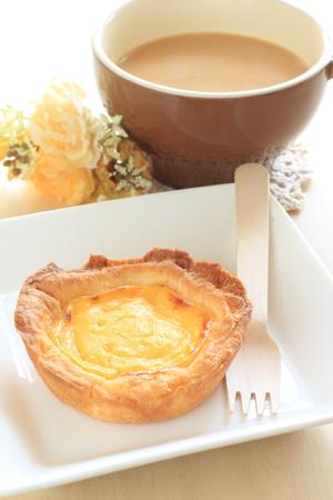egg tart: Egg tart and coffee latte
