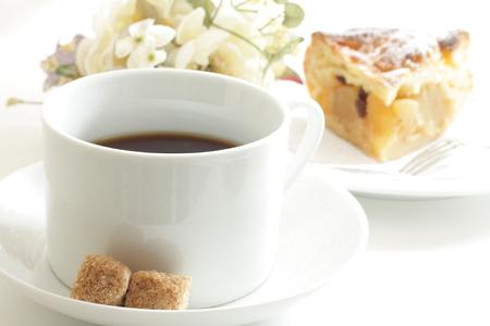 ブラック コーヒーとアップルパイ