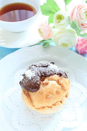ホーム ベーカリー、チョコレート コーティングとシュー クリーム