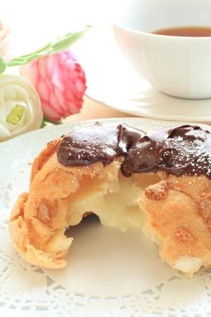 コーティングとチョコレート カスタード シュー クリーム