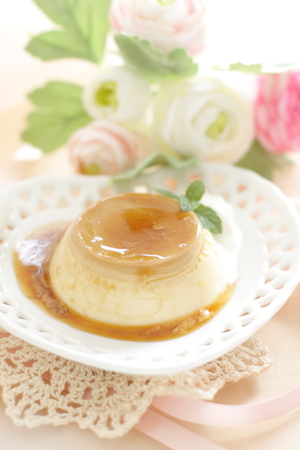 caramel sauce: custard pudding with caramel sauce Stock Photo