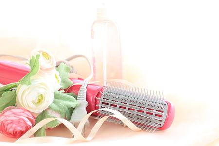artificial hair: Secador de pelo y flores artificiales