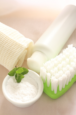 sodium hydrogen carbonate: brush and cleaner