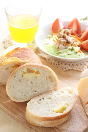 cheese bread: Cheese bread and tomato salad