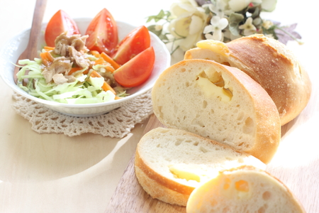 cheese bread: tomato and cheese bread