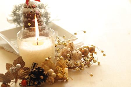 Weihnachten Kerze und Kuchen Standard-Bild - 40517072