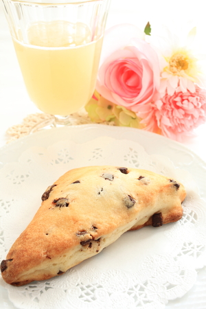 scone: chocolate chip scone