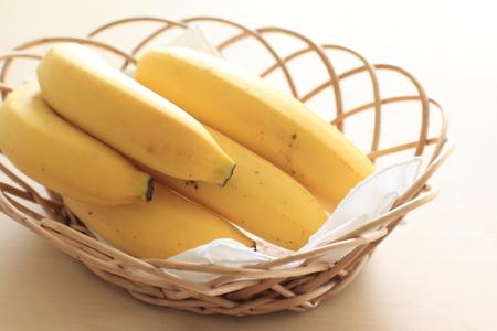 竹かごにバナナ
