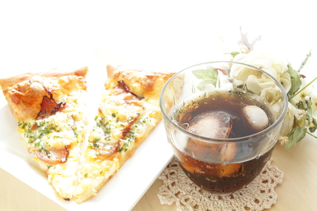 cola: Cola and pizza
