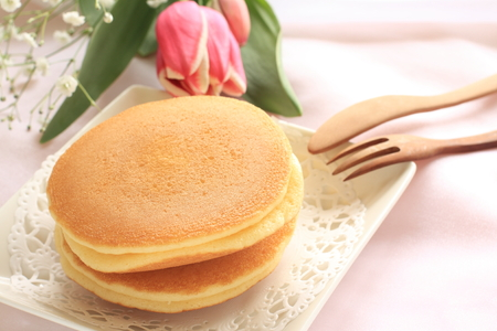 Pancake and flower 版權商用圖片