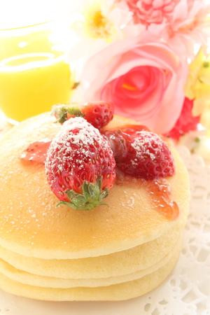 coy: strawberry pan cake