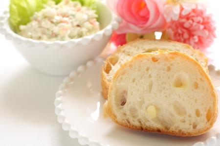 pan frances: pan y ensalada francés
