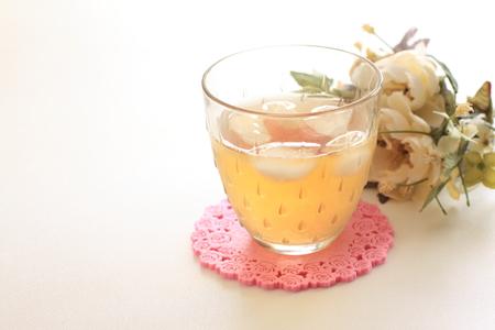 té helado: Té helado y flor Foto de archivo