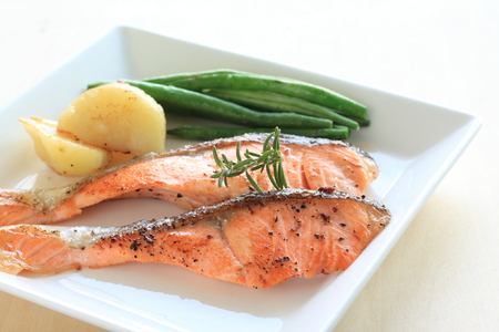 french bean: Pan fried Salmon and vegetable