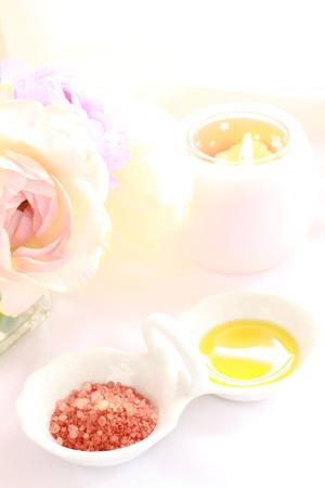 岩塩とのアロマキャンドル オイル マッサージ イメージ
