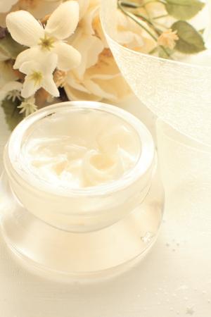 Ranunculus und Hautpflege Kosmetik- Standard-Bild - 44946666