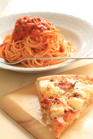 meat sauce: potato and bacon pizze with meat sauce spaghetti