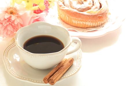 cinnamon stick: black coffee with cinnamon stick and bun