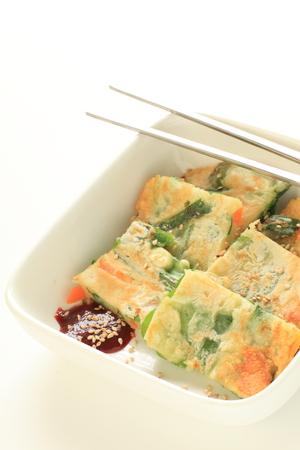 chop stick: Korean food, leek pan cake jijim