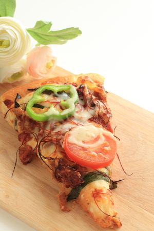 belly pepper: beef and tomato pizza