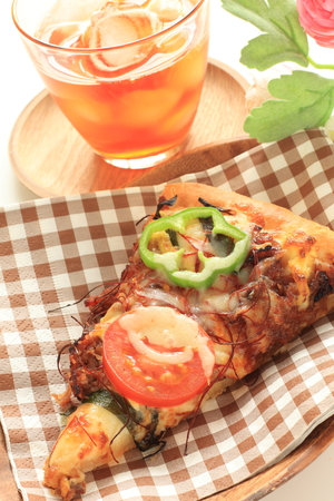 belly pepper: beef and tomato pizza with iced tea