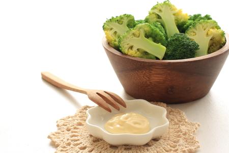 mayonesa: brócoli al vapor y mayonesa
