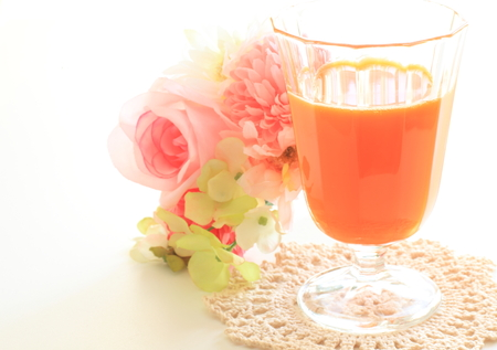 carrot juice: Carrot juice and flower