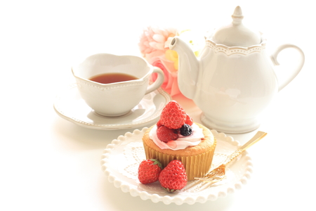 Strawberry cup cake and tea