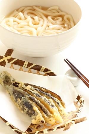 berenjenas: fideos udon tempura y berenjenas