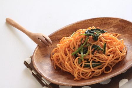 carne picada: espinacas y carne picada de carne de espagueti