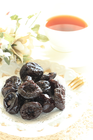 dried fruit: dried fruit, plune and tea