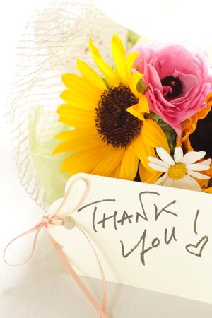 Sun flower: Sonnenblume und Ranunculus Bouquet mit Danke-Karte