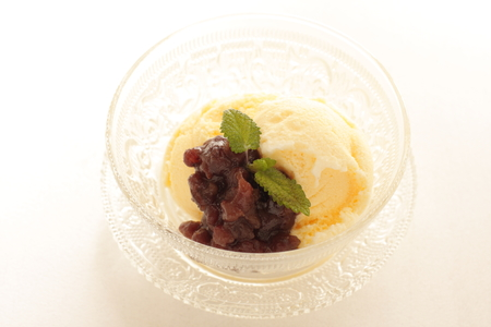paste: Vanilla ice cream with red bean paste