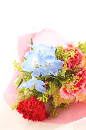 母の日のバック グラウンドのエレガントなカーネーションの花束 写真素材