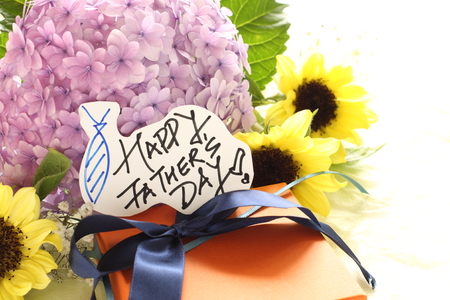 hand written: hand written card and flowe bouquet for Fathers day