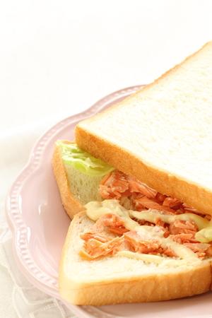 焼き鮭とマヨネーズのサンドイッチ