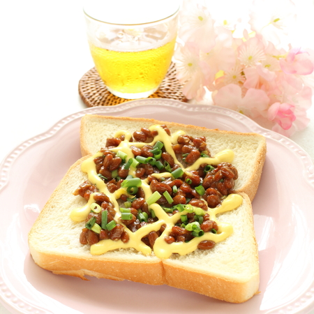 soy bean: Fusion food, Natto soy bean on bread
