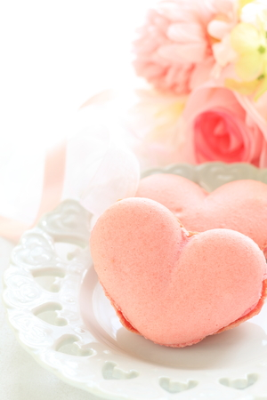 macaron: heart shaped macaron