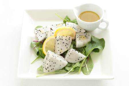 baby dragon: Dragon fruit and baby leaf salad