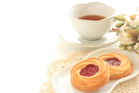strawberry jam cookie and tea 版權商用圖片 - 65870980