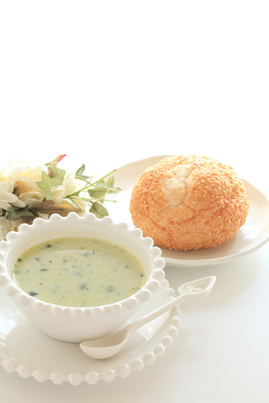 copys pace: spinach soup and bread