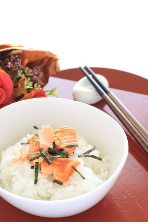 japanese sake: Salmón a la parrilla de arroz Foto de archivo