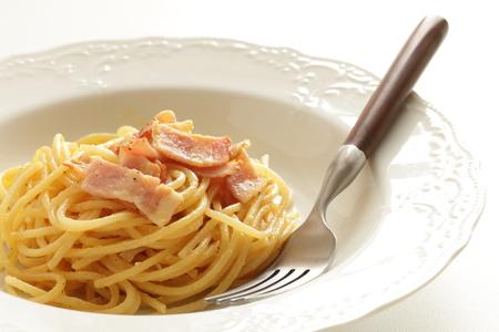 bacon and egg mixed spaghetti