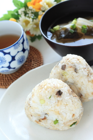 Mackerel rice ball and miso soup Reklamní fotografie