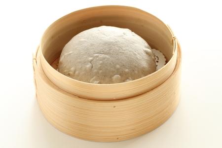 Chinees eten, sesambroodje in bamboestoomboot