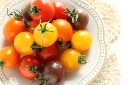 일본의 여러 색 체리 토마토