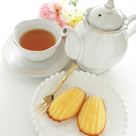Madeleine cake and tea