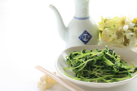 Chinees eten, sojascheuten en knoflook roergebakken Stockfoto